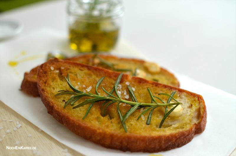 LoveAndLilies.de|Geröstetets Weißbrot mit Olivenöl, Rosmarin, Knoblauch, Meersalz
