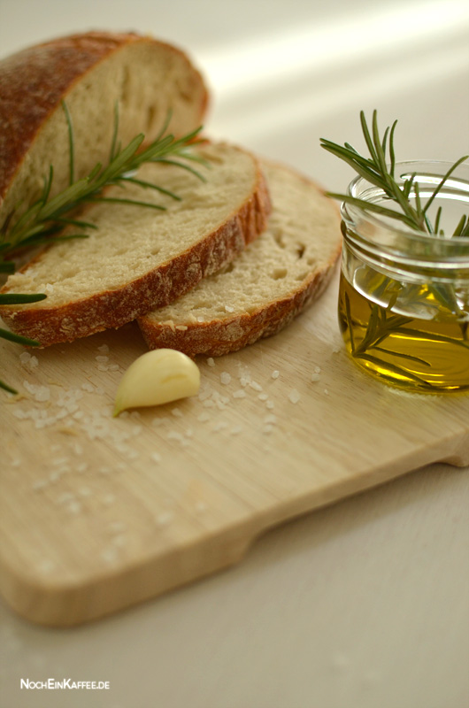 LoveAndLilies.de|Rosmarin Olivenöl Weißbrot Knoblauch Meersalz