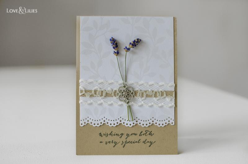 LoveAndLilies.de // Handmade: Eine Hochzeitskarte mit frischem Lavendel und Spitze