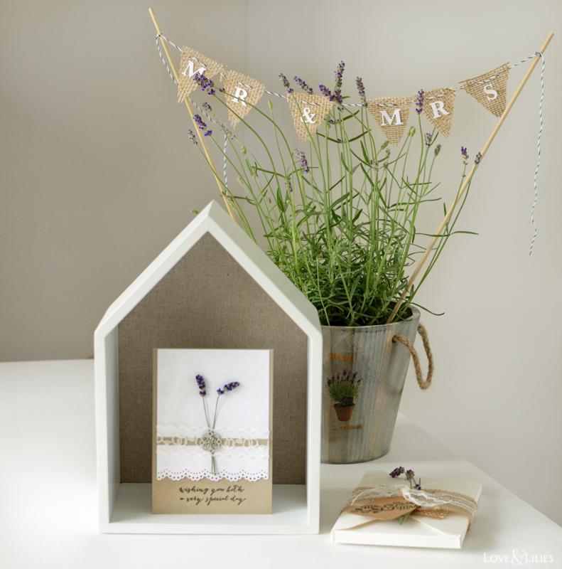 LoveAndLilies.de // Beautiful Wedding Gift! // Handmade: Eine Hochzeitskarte mit frischem Lavendel und Spitze