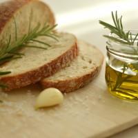 LoveAndLilies.de // Rosmarin Olivenöl Weißbrot Knoblauch Meersalz
